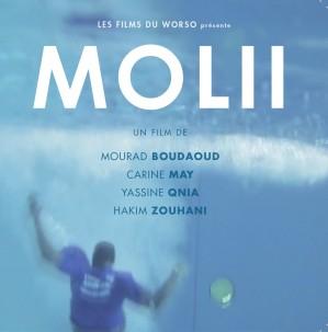 - Steve, jeune gars un peu empoté, fait sa première nuit comme gardien de la piscine municipale... - Molii est un court-métrage produit par les films du Worso