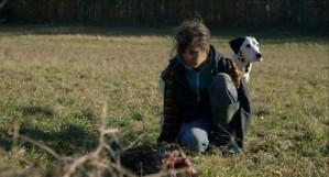-- Une fille et un garçon vivent à l'écart des hommes avec des chiens et internet pour seule compagnie. Dans leur isolement, ils tentent de vivre leur amour le plus librement possible -- C'est le quatrième film de Maud Alpi produit par Mezzanine.0